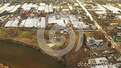 Golovintsy, Região de Gomel, Bielorrússia Vista Aérea Da Aldeia Com A Antiga Igreja Ortodoxa De Madeira Da Proteção Da Santa Sé filme