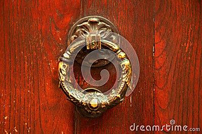 Golpeador de puerta italiano viejo