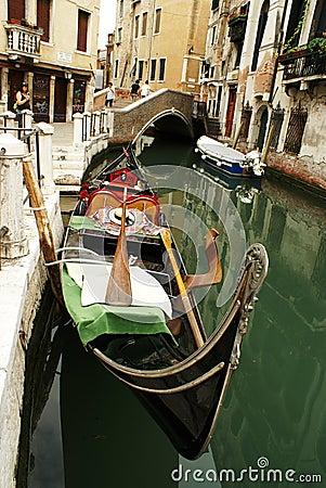 Gondel bij het kanaal in Venezia Redactionele Stock Afbeelding