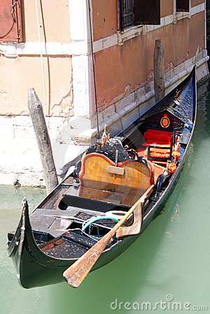 Gondola on venezia channel
