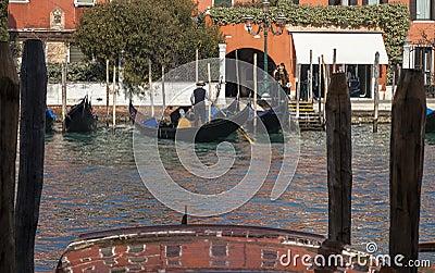 Gondoliers no canal grande Foto de Stock Editorial
