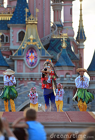 Goofy en dansers Redactionele Fotografie