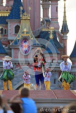 Goofy et danseurs Image stock éditorial