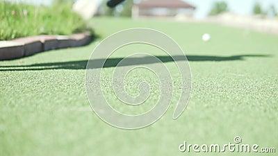 Gooi de bal in het golf stock videobeelden