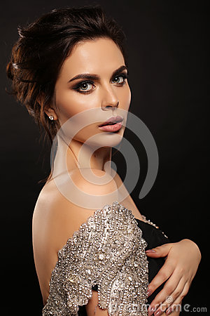 Free Gorgeous Woman With Dark Hair In Luxurious Dress Royalty Free Stock Photo - 84120145