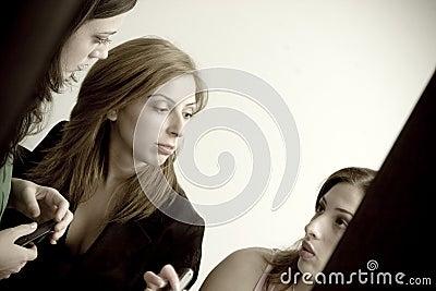 Gossiping девушки