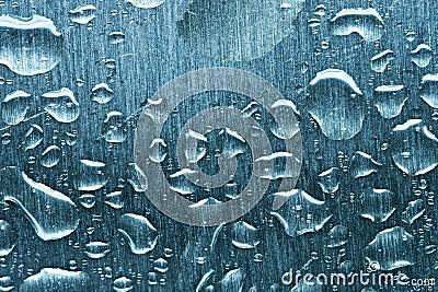 Gotas da água no metal
