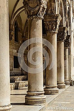 Free Gothic Stone Pillars Royalty Free Stock Photos - 32498998