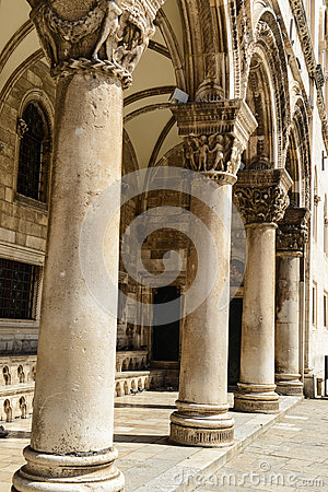 Free Gothic Stone Pillars Royalty Free Stock Images - 37957109