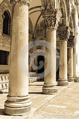 Free Gothic Stone Pillars Royalty Free Stock Photo - 38379395