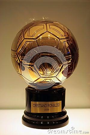 De gouden bal van jaar 2008 Cristiano Ronaldo.: nl.dreamstime.com/redactionele-afbeelding-gouden-bal-2008...
