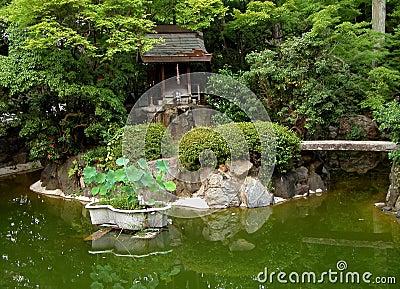 Grüner japanischer Garten