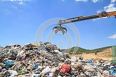 Grabber crane over garbage