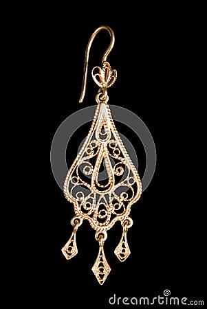 Graceful gold earring