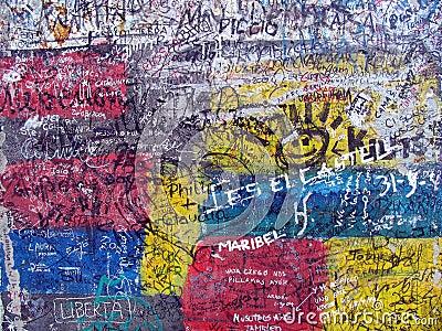 Grafittis no muro de Berlim velho