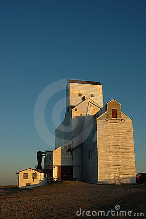 Free Grain Elevator At Harvest Royalty Free Stock Images - 1205709