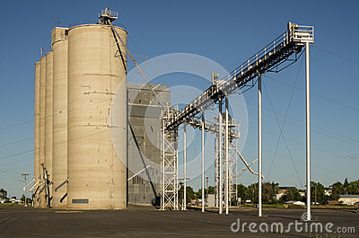 Grain elevator or storage silo