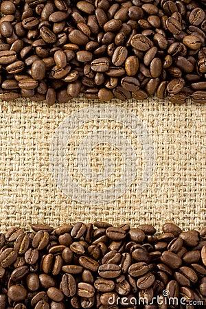 Grains de caf sur la toile de jute de sac images libres - Sac de cafe en grain ...