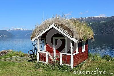 A grama telhou a cabana