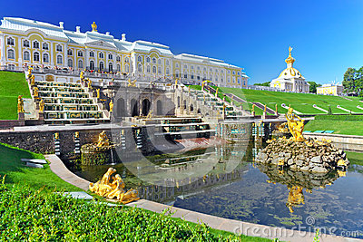 Grand cascade in Pertergof, St-Petersburg