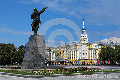 Grand dos de Lénine dans Voronezh, Russie Image éditorial