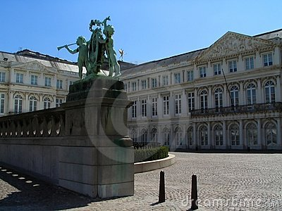Grand dos de musée de Bruxelles.