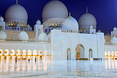 Grand Mosque in Abu Dhabi at night