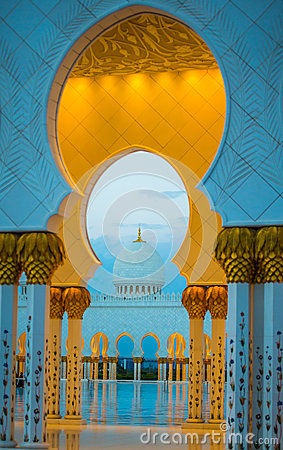 Free Grand Mosque Golden Archways And Dome At Dusk Royalty Free Stock Photo - 42059675