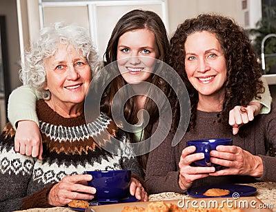 Grand-mère, descendant et petite-fille