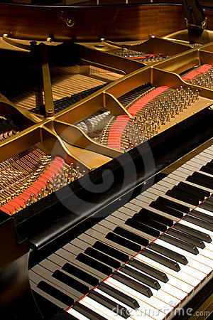 Free Grand Piano With Cover Open Royalty Free Stock Photo - 9181825