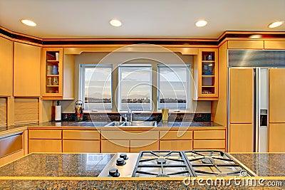 Grande cuisine en bois moderne de luxe images stock for Cuisine luxe bois