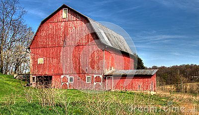 Grande grange rouge