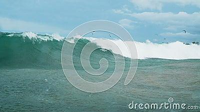Grande onda rolando video estoque