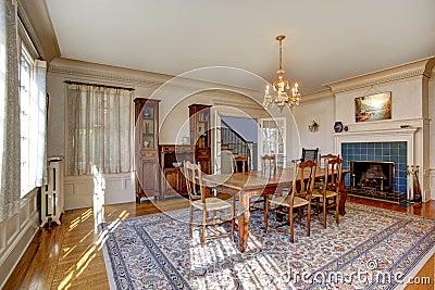 Grande salle manger dans la maison de luxe photo stock image 43057865 - Grote eetkamer ...