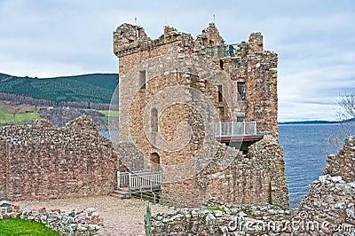 Grant-Kontrollturm und Loch Ness.