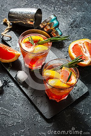 Free Grapefruit And Rosemary Gin Cocktail, Refreshing Drink With Ice Royalty Free Stock Images - 115757789