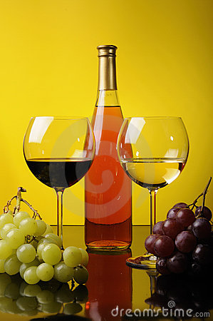 Grapes, bottle and two glasses of wine