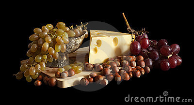 Grapes and cheese with nuts