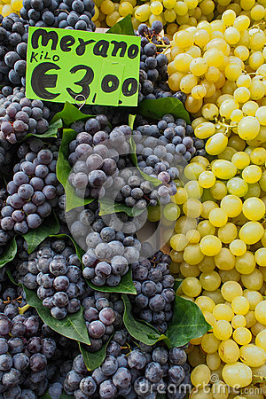 Free Grapes On Sale Stock Photo - 34706000