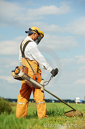 Free Grass Trimmer Works Stock Photography - 20957432