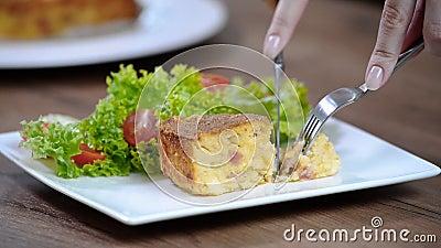 Gratin πατατών Φάτε gratin πατατών φιλμ μικρού μήκους