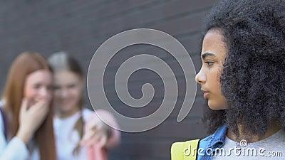 Klassenkameraden flirten