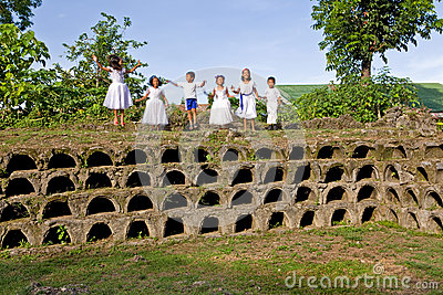 Philippines - Children Grave Dancing Editorial Image