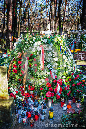 grave of tadeusz mazowiecki after the funeral editorial. Black Bedroom Furniture Sets. Home Design Ideas