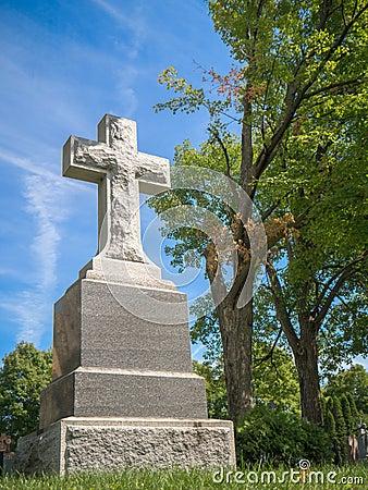 Free Gravestone With Cross Royalty Free Stock Photo - 35555875
