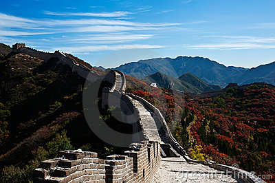 Great Wall and red leaf
