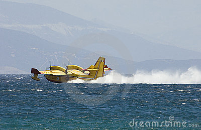 Greek pilot collects water to drop on fires Editorial Stock Image