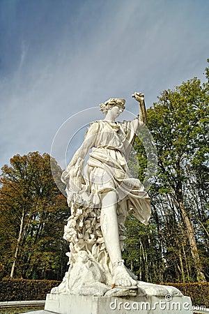 Greek statue architecture