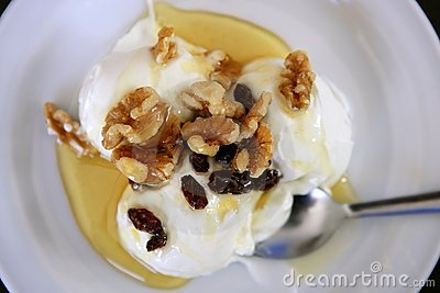 Greek yogurt dessert with honey and walnuts
