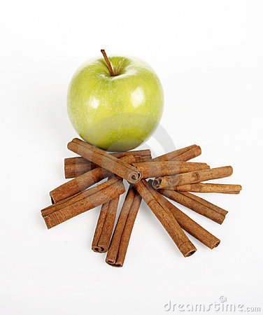 Green apple and cinnamon sticks
